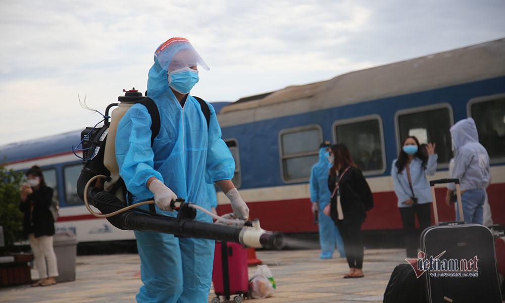 Người dân Hà Tĩnh ở TP.HCM vui mừng về đến quê hương an toàn