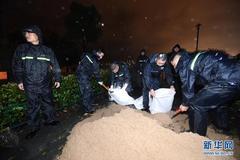 Bão lớn đổ bộ Trung Quốc, hàng trăm nghìn người phải sơ tán