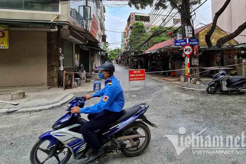 Dựng tường gạch, lập 14 chốt quanh xã có 6 ca mắc Covid-19 ở Hà Nội