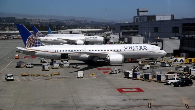 Chuyến bay náo loạn vì một bức ảnh gửi qua AirDrop