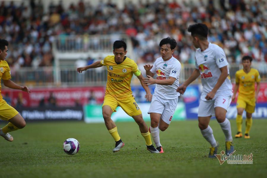 Football clubs say 'no', V-League 2021 should be finalized soon