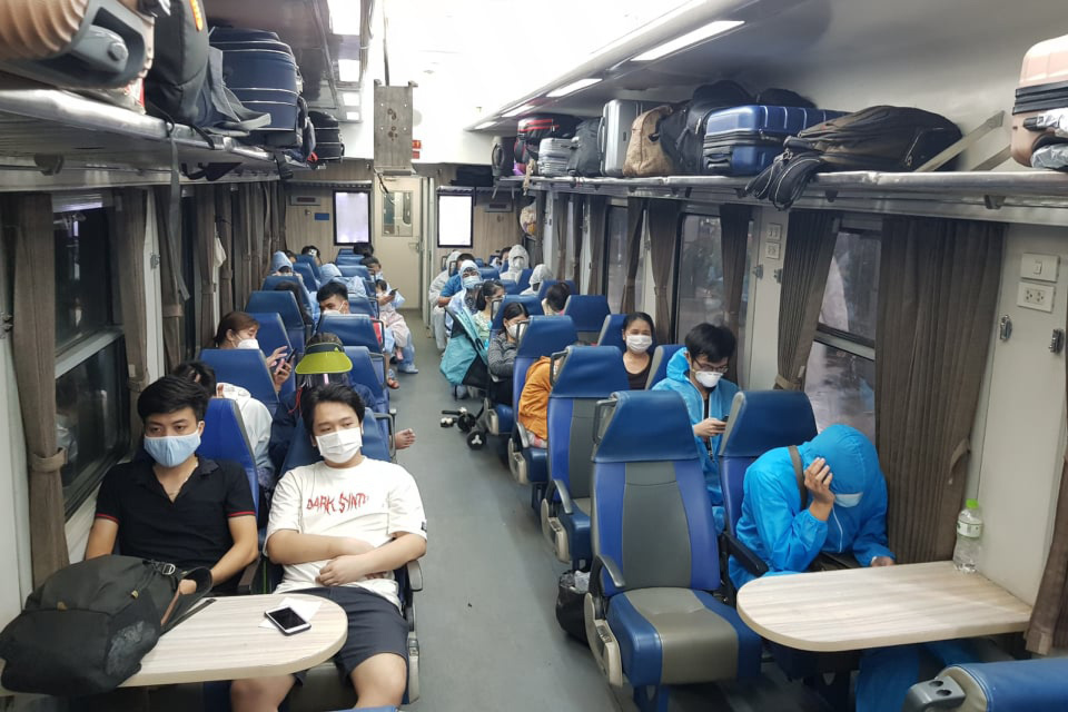 Provinces organize trains and flights to take people back to hometowns from HCM City