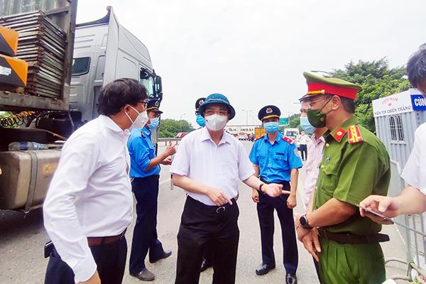 Chủ tịch Hà Nội yêu cầu mở thêm 'luồng xanh' cho phương tiện giao thông