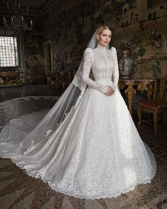 Siêu mẫu 9X cưới tỷ phú thời trang hơn 31 tuổi