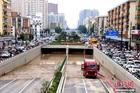 Hình ảnh nước mưa nhấn chìm đường hầm dài 2km ở Trung Quốc