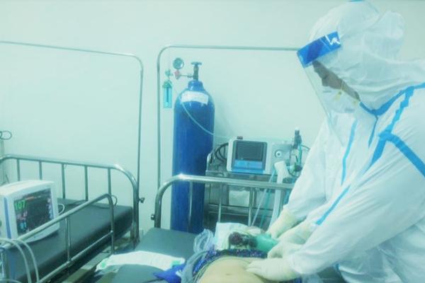 Cứu thành công bệnh nhân Covid-19 TP.HCM ngưng tim, ngưng thở
