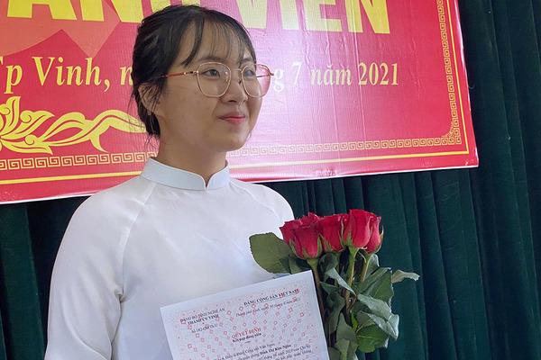 Niềm vui nhân đôi của nữ sinh Nghệ An là thủ khoa khối C toàn quốc