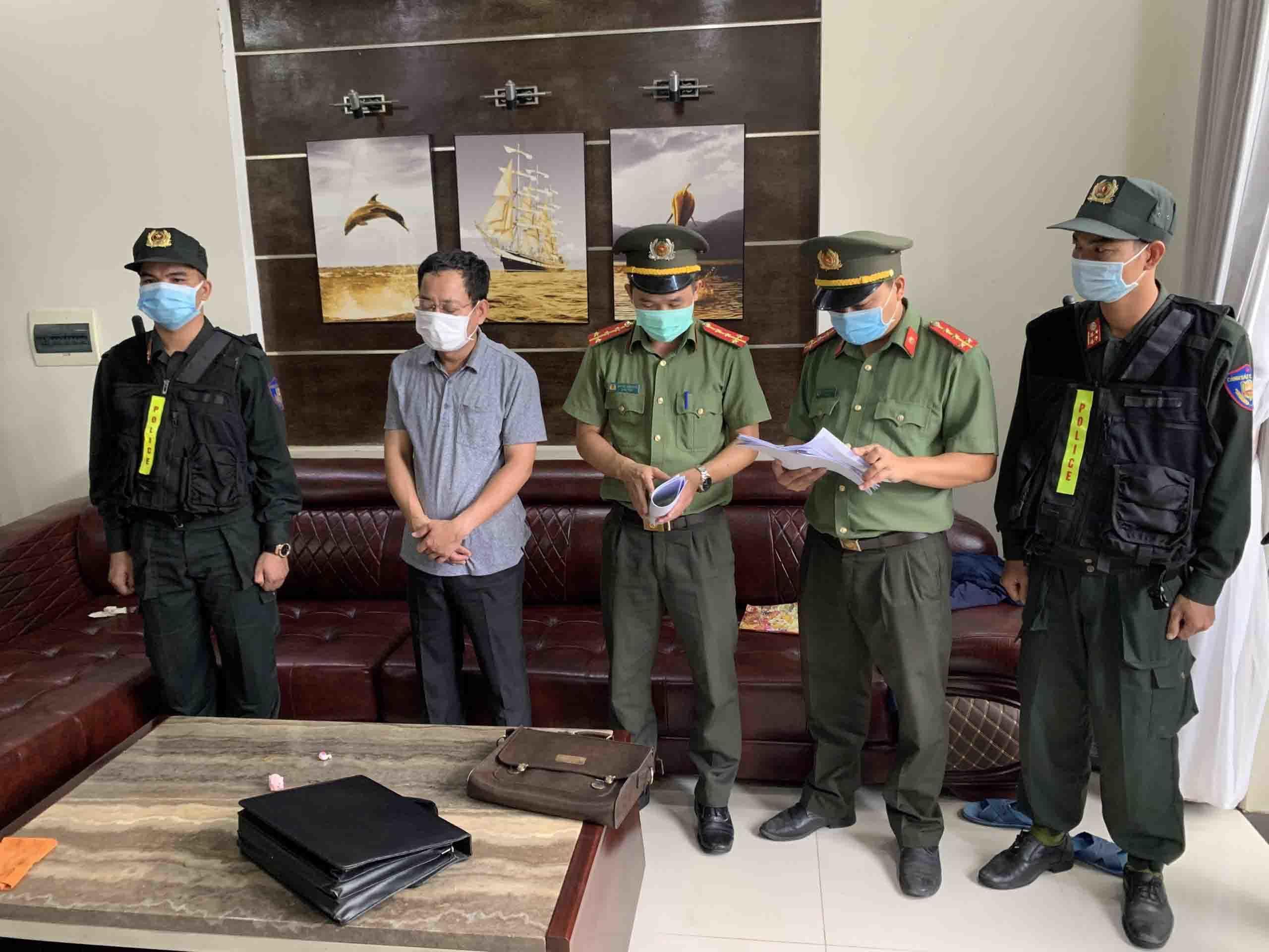 Khởi tố, bắt giam Chánh văn phòng Cảng hàng không quốc tế Phú Bài