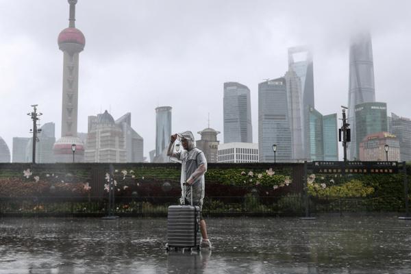 Thượng Hải 'tê liệt' bởi bão In-Fa