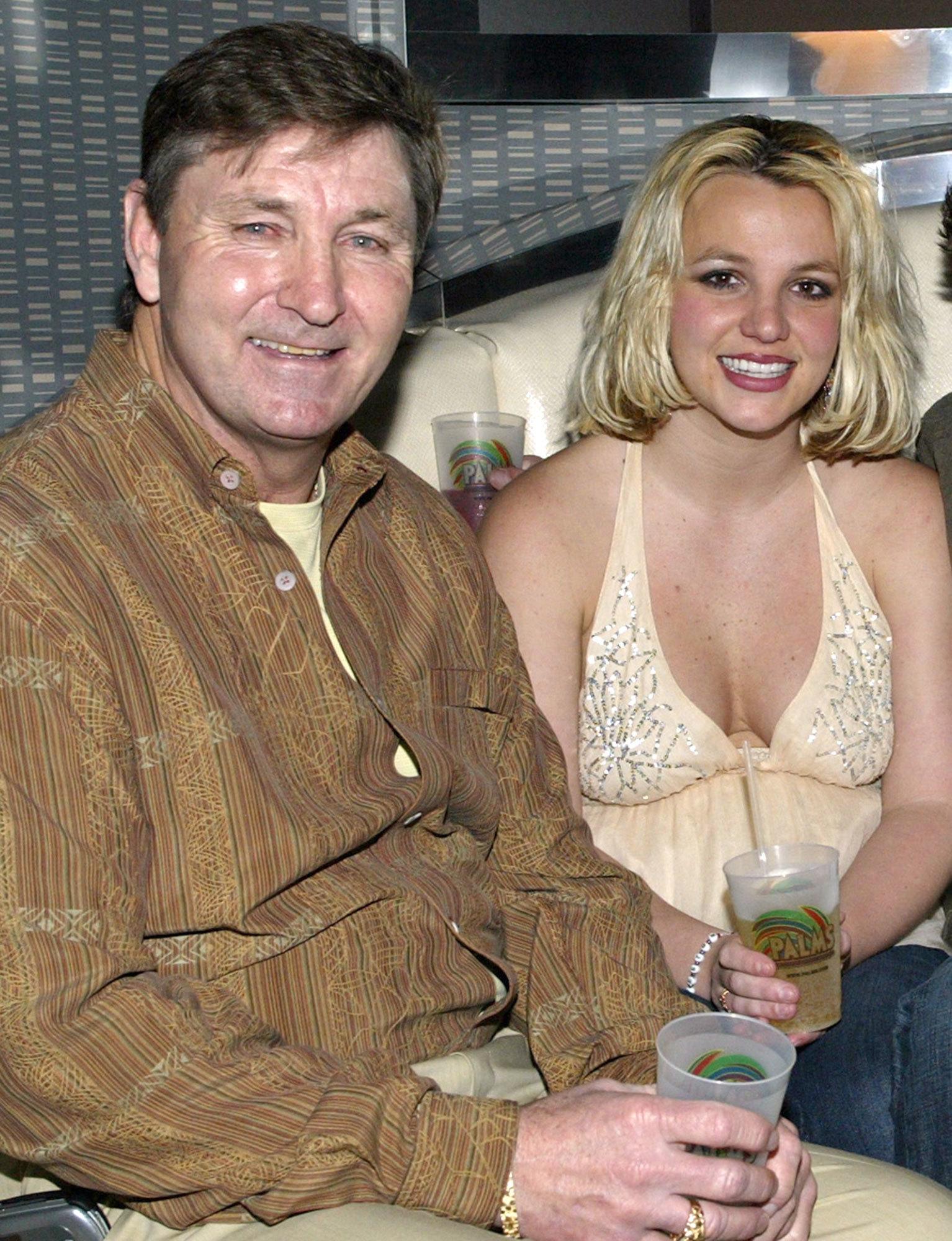 Britney Spears chính thức đệ đơn loại quyền giám hộ của bố ruột