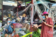 Hanoi's district first to hand out market coupons