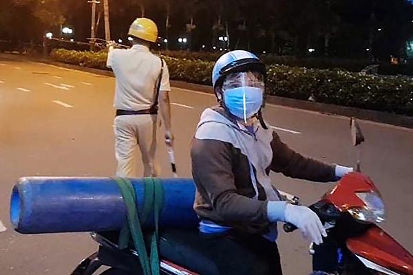 Ông bố ra đường giữa đêm mua bình oxy cứu con: Còn 1% hi vọng, tôi vẫn cố