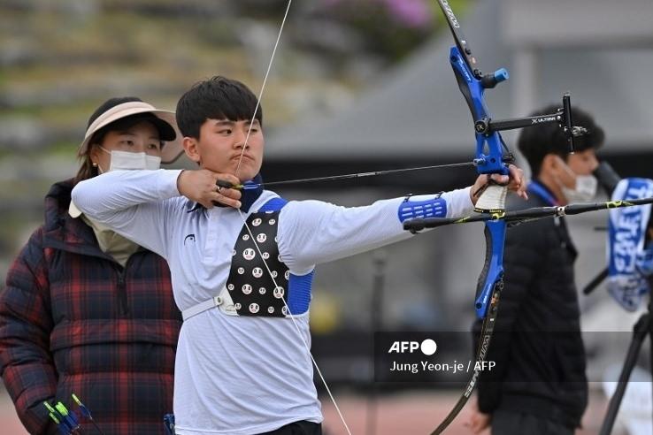Nam sinh 17 tuổi vượt kỷ lục gia thế giới giành Huy chương Vàng Olympic