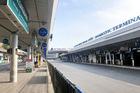Đi du học, làm sao để vào TP.HCM đi thẳng đến Tân Sơn Nhất sau 18h?
