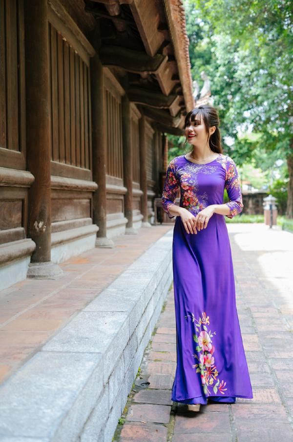 Áo dài Quỳnh Nguyễn: họa tiết độc đáo, tinh tế được lòng khách mua