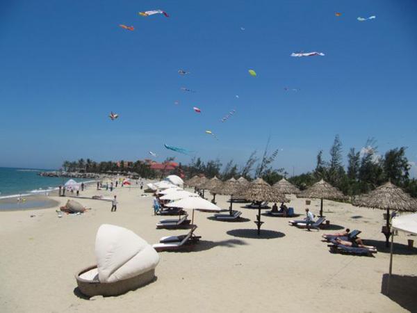 ocean waste,beach,environmental pollution
