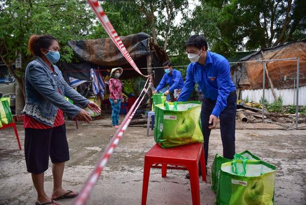 Thêm 3.000 Giỏ quà nghĩa tình tặng người dân khó khăn ở TP.HCM