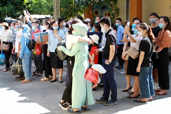 60 y bác sĩ Nghệ An tình nguyện vào Bình Dương chống dịch Coivd-19