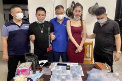 """Bắt """"kiều nữ"""" đi xế hộp giao dịch thuốc lắc ở Bắc Giang"""