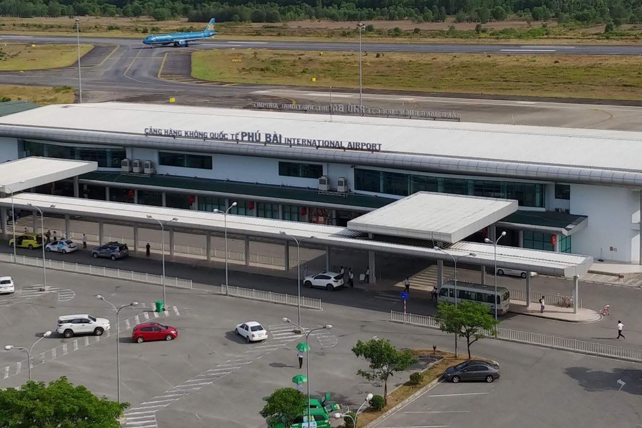 Cách chức Giám đốc Cảng hàng không quốc tế Phú Bài