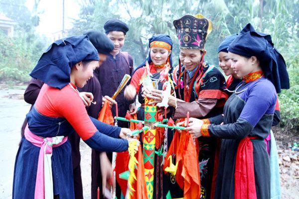 Ethnic Cao Lan group treasure traditional costumes
