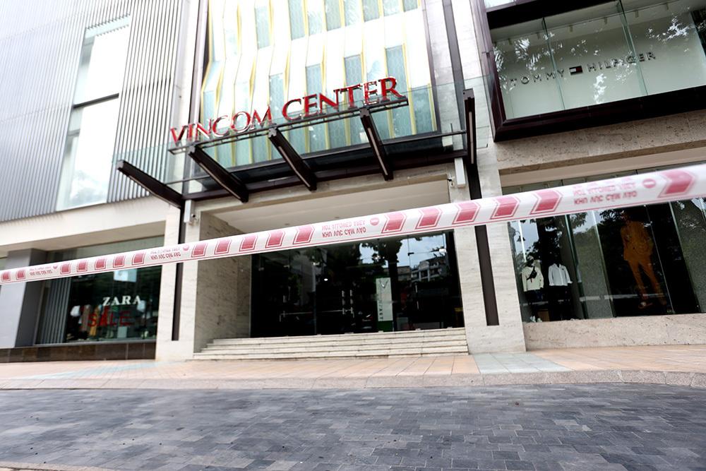 Phong tỏa tạm thời Trung tâm thương mại Vincom Bà Triệu