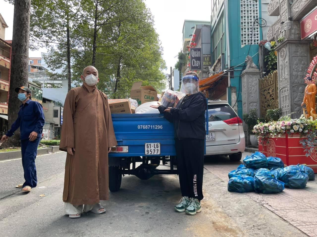 Phi Nhung kêu gọi mua máy thở hỗ trợ bệnh nhân mắc Covid-19