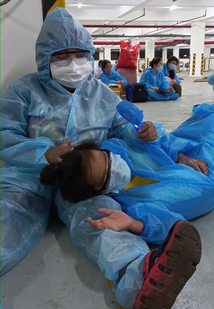 Diễn viên Kim Đào và con trai xuất viện sau 2 tuần điều trị Covid-19
