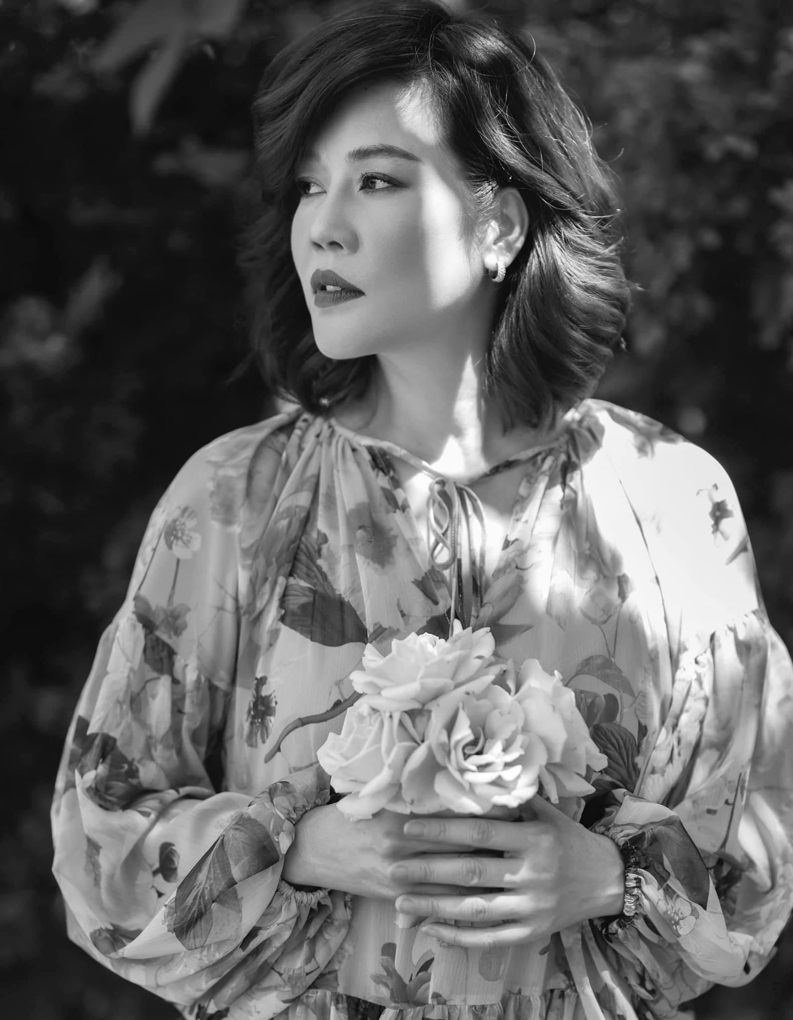Tuổi 49 đẹp mặn mà của ca sĩ Thu Phương