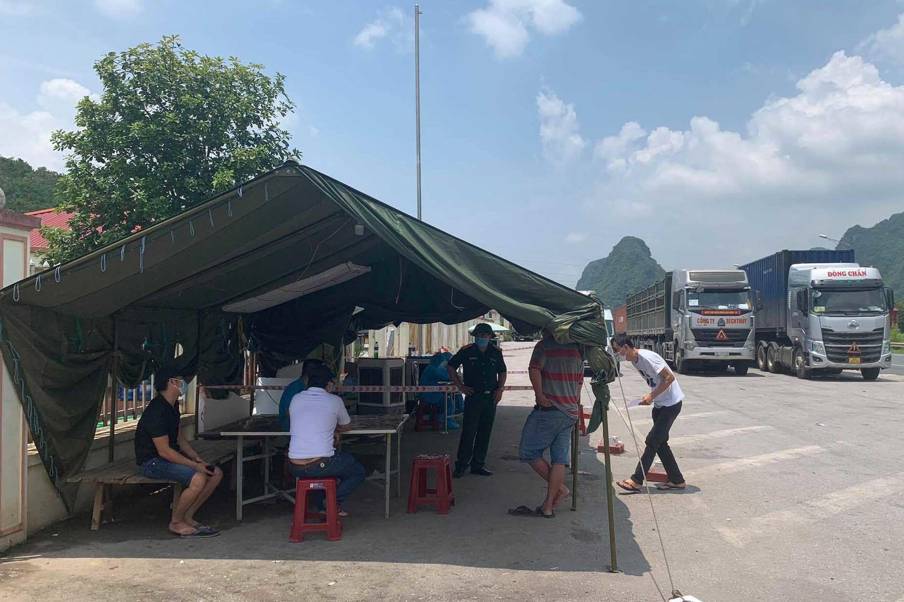 TP Lạng Sơn dừng một số dịch vụ không thiết yếu để chống dịch Covid-19
