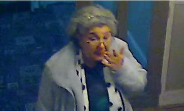 Người phụ nữ dùng sỏi đánh tráo số kim cương 4,2 triệu bảng