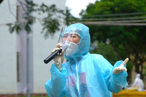 Bệnh nhân Covid hò reo cổ vũ Phương Thanh, Lê Minh hát dưới mưa