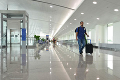 Đến ngày du học, lại đang ở khu phong tỏa liệu có được tới sân bay?