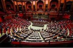 Quốc hội Italia tranh cãi chuyện thẻ thông hành Covid-19