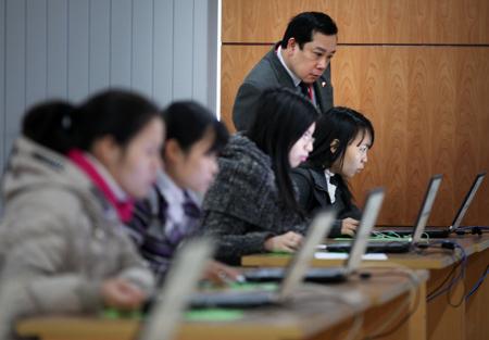 Chính thức bỏ chứng chỉ ngoại ngữ, tin học với công chức hành chính