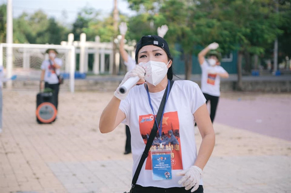 Singers performin HCM Cityquarantine zones to inspire residents, frontline workers