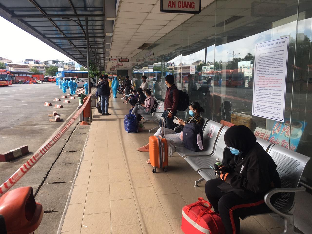 Tỉnh đầu tiên ở miền Tây đưa hàng trăm dân rời TP.HCM về quê