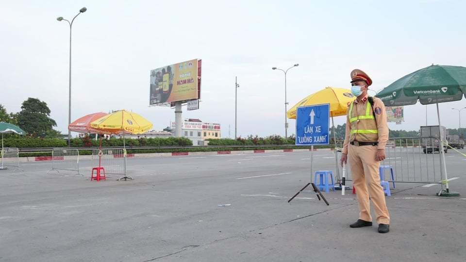Giao thông qua chốt kiểm soát phòng dịch Hà Nội đã thông thoáng hơn
