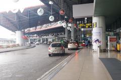 Nhiều lái xe từ chối chở khách đến Nội Bài vì sợ bị cách ly tập trung