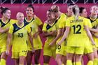 Nữ Úc vào bán kết sau màn rượt đuổi siêu kịch tính