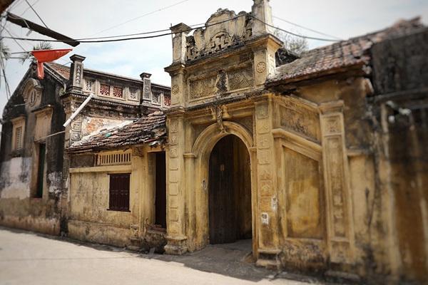 Hanoi village preserves ancient values