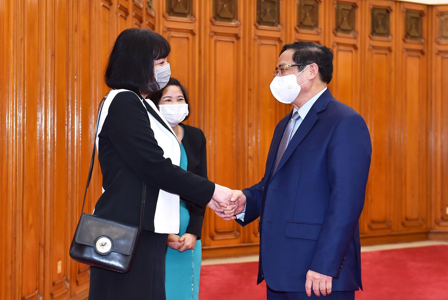Thủ tướng đề nghị Rumani tiếp tục hỗ trợ vắc xin Covid-19 cho Việt Nam