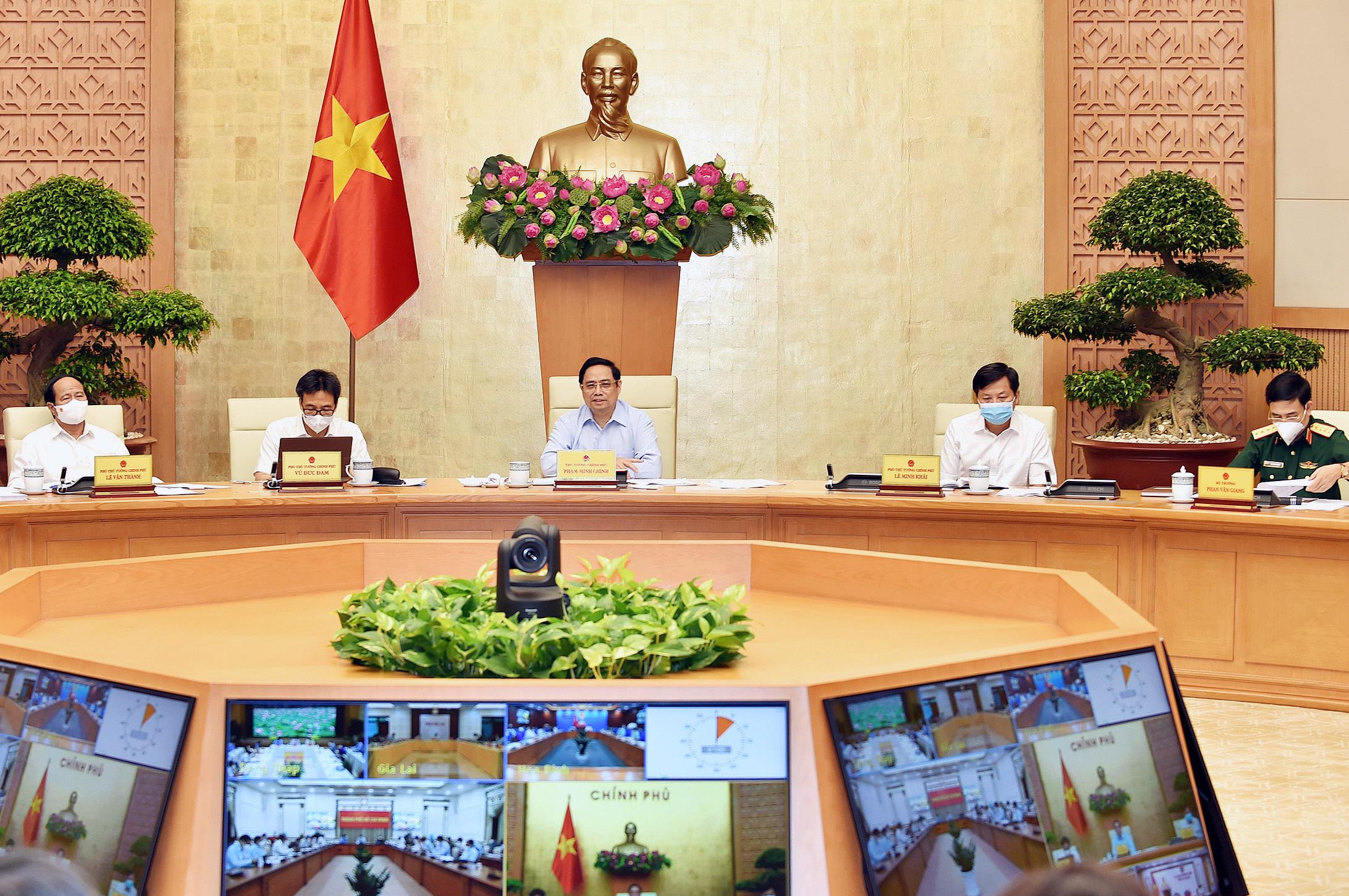 Thủ tướng kêu gọi ưu tiên vắc xin cho TP.HCM, Hà Nội và các tỉnh có KCN