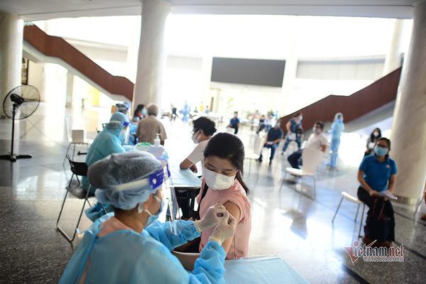 TP.HCM đơn giản hoá thủ tục tiêm chủng, rút ngắn thời gian chờ sau tiêm