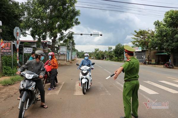 Bà Rịa - Vũng Tàu kiểm soát chặt người dân 5 khu phố 'nguy cơ cao'