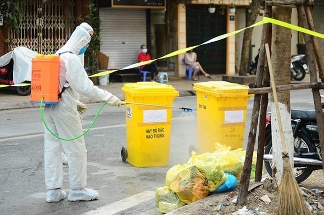 Cách giặt quần áo, xử lý chất thải của người cách ly tại nhà