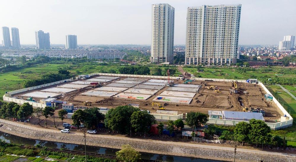 Hình ảnh gấp rút xây dựng bệnh viện dã chiến 500 giường ở Hà Nội