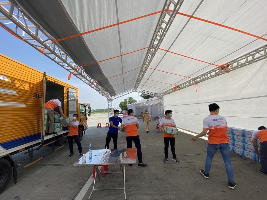 Tuổi trẻ TT&TT chung tay tiếp sức 23 điểm chốt kiểm soát dịch cửa ngõ Hà Nội