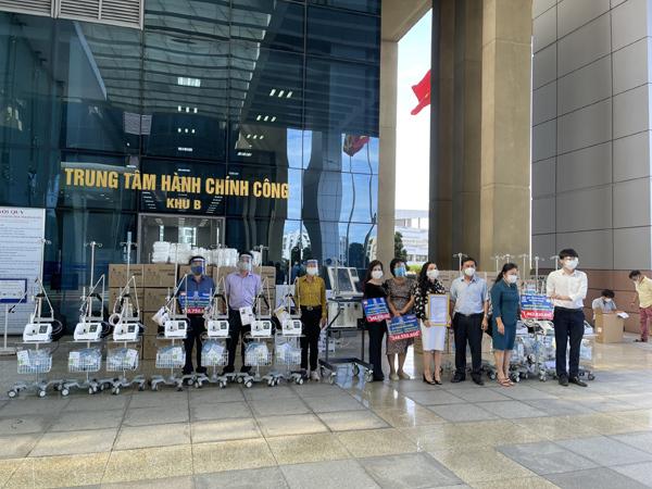 Kim Oanh Group tặng Long An, Đồng Tháp 12 máy thở, vật tư y tế chống dịch