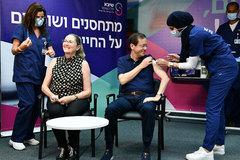Israel triển khai tiêm mũi thứ 3 ngừa Covid-19, Tổng thống hưởng ứng đầu tiên